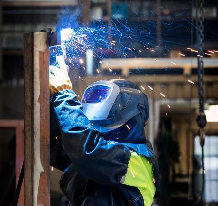 Tranemo er først i verden med fluorcarbonfri flammehæmmende arbejdstøj, med beskyttelse imod kemikalier (stænk)